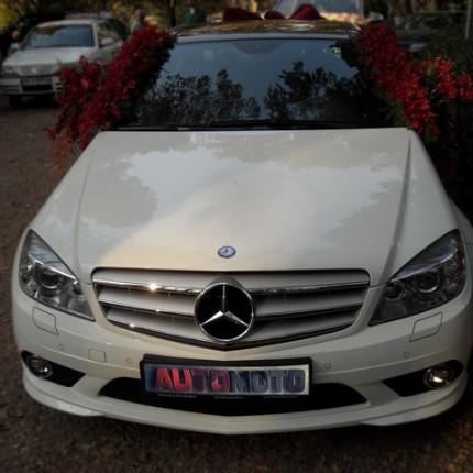 ماشین عروس 2017 با گل قرمز
