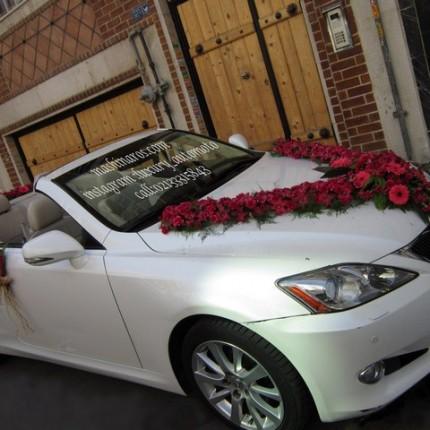 تزیین ماشین عروس با گل مصنوعی