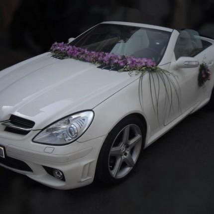 تزیین ماشین عروس با گل بنفش