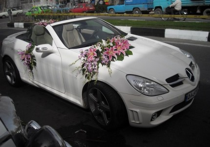 تزیین ماشین عروس با گل لیلیوم